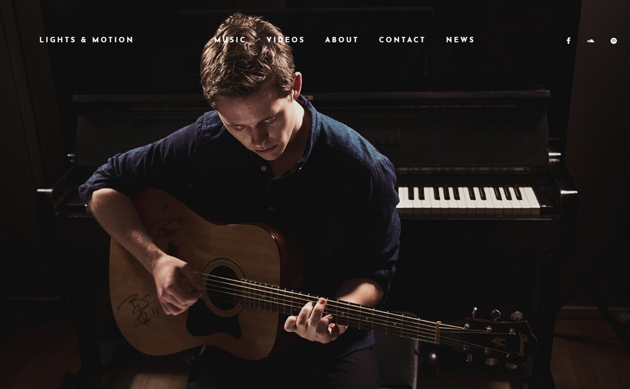 Lights & Motion – Official SiteのWEBデザイン