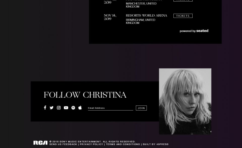 Christina Aguilera – Official WebsiteのWEBデザイン